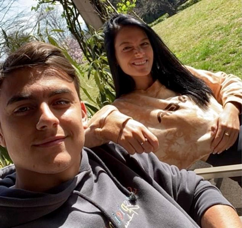 Пауло Дшбала и приятелката му Ориана вече се чувстват по-добре, съобщи самият футболист.