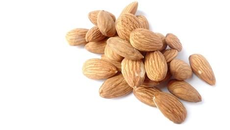 Неочакваните ползи на бадемите за кожата