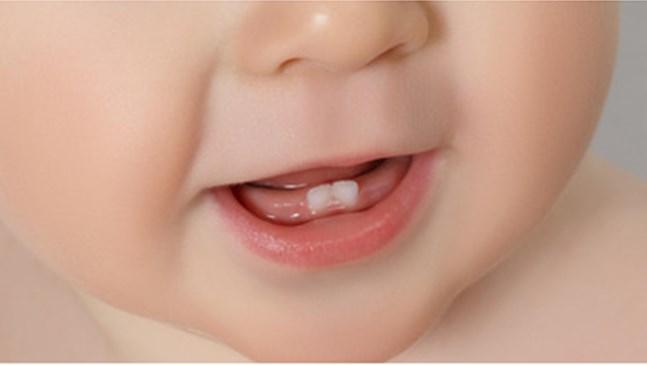 Какви са симптомите за никнене на зъбки