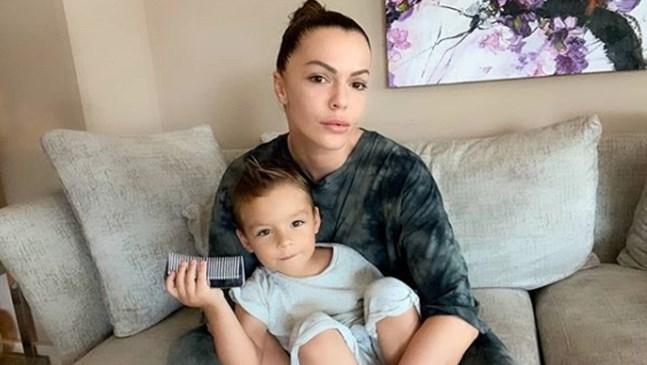 Певицата Галена и малкият й син са заразени с коронавирус