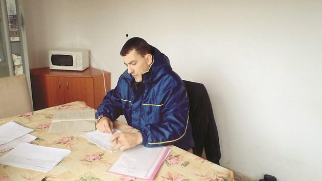Румен Люцканов поддържа изрядна документация както в овцевъдната ферма в с. Момина църква, така и при поддръжката на ливади и пасища