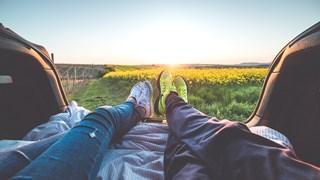Какви връзки имат жените, които правят първата крачка