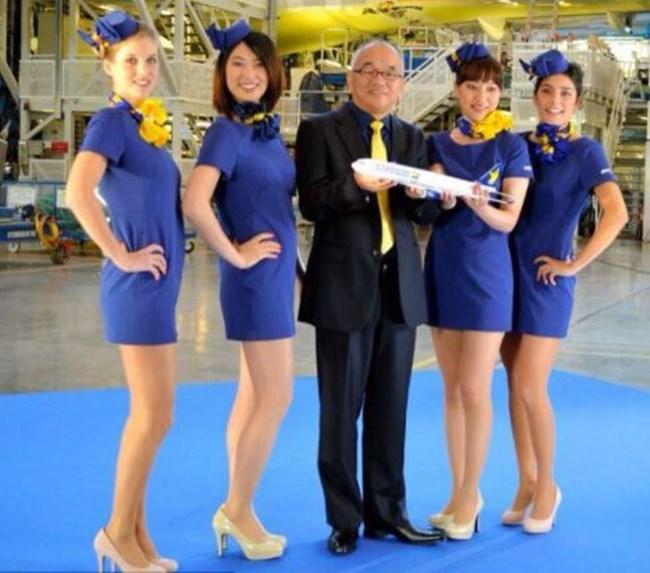 Стюардесите от Skymark Airline пък се прочуха с късата дължина на полите си.