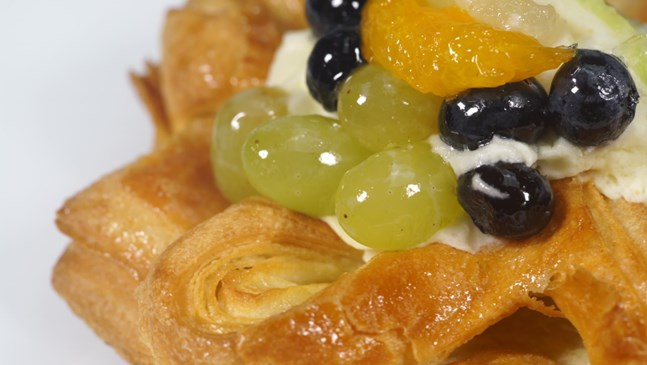 Бутер банички с грозде и пудра захар