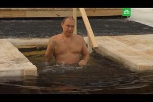 Путин се потопи в ледени води за руското Богоявление (Видео)