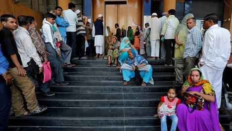 Индия между тоалетната революция и PayPal