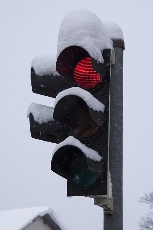 Светофар се срути на кръстовище