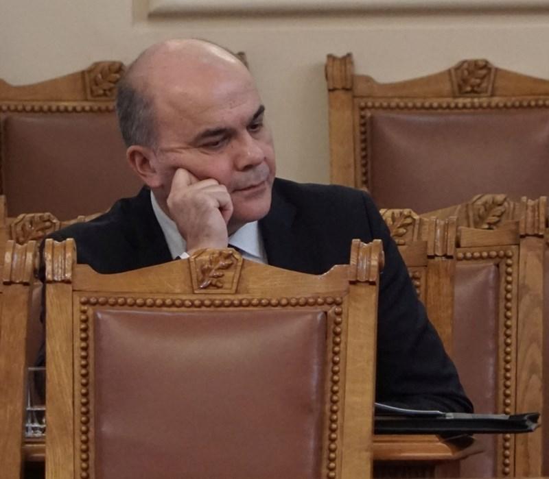 Социалният министър Бисер Петков изслуша дебата за Закона за хората с увреждания. След него съобщи, че за новата помощ са предвидени 426 млн. лв. догодина.