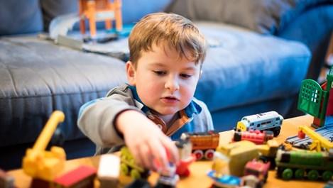 Защо не трябва да учим малките деца да споделят