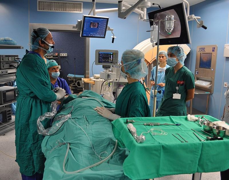 Промените допускат в операционните да влизат и лекари, които не са хирурзи.