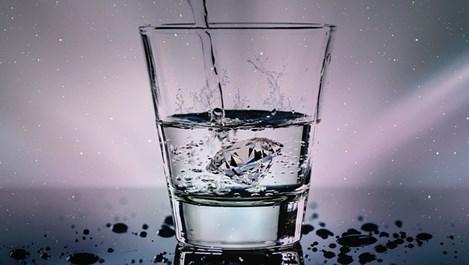 Какво чисти газираната вода