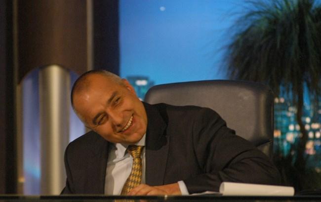"""Бойко Борисов е на стола на Слави, защото води шоуто в рубриката """"Лице назаем"""" - 8 август 2007 г."""