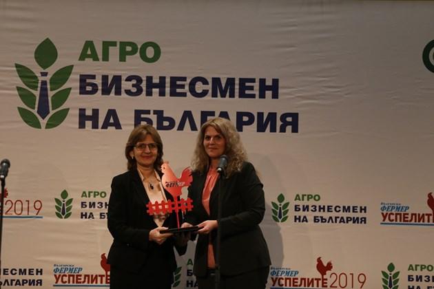 Биопроизводител на 2019 г. Веселина Ралчева и Мария Белова, председател на Комисията по земеделие и храни към НС