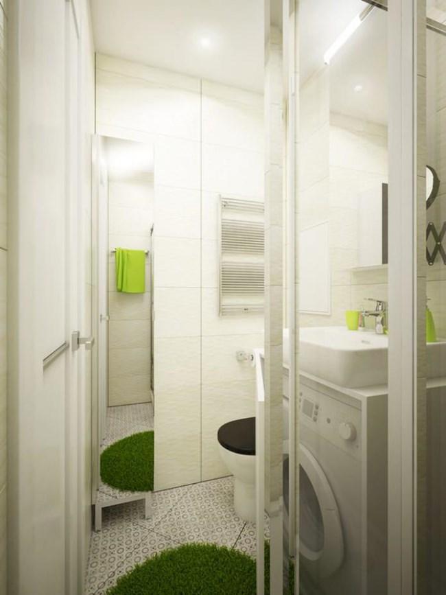 В малката баня е събрана и пералнята