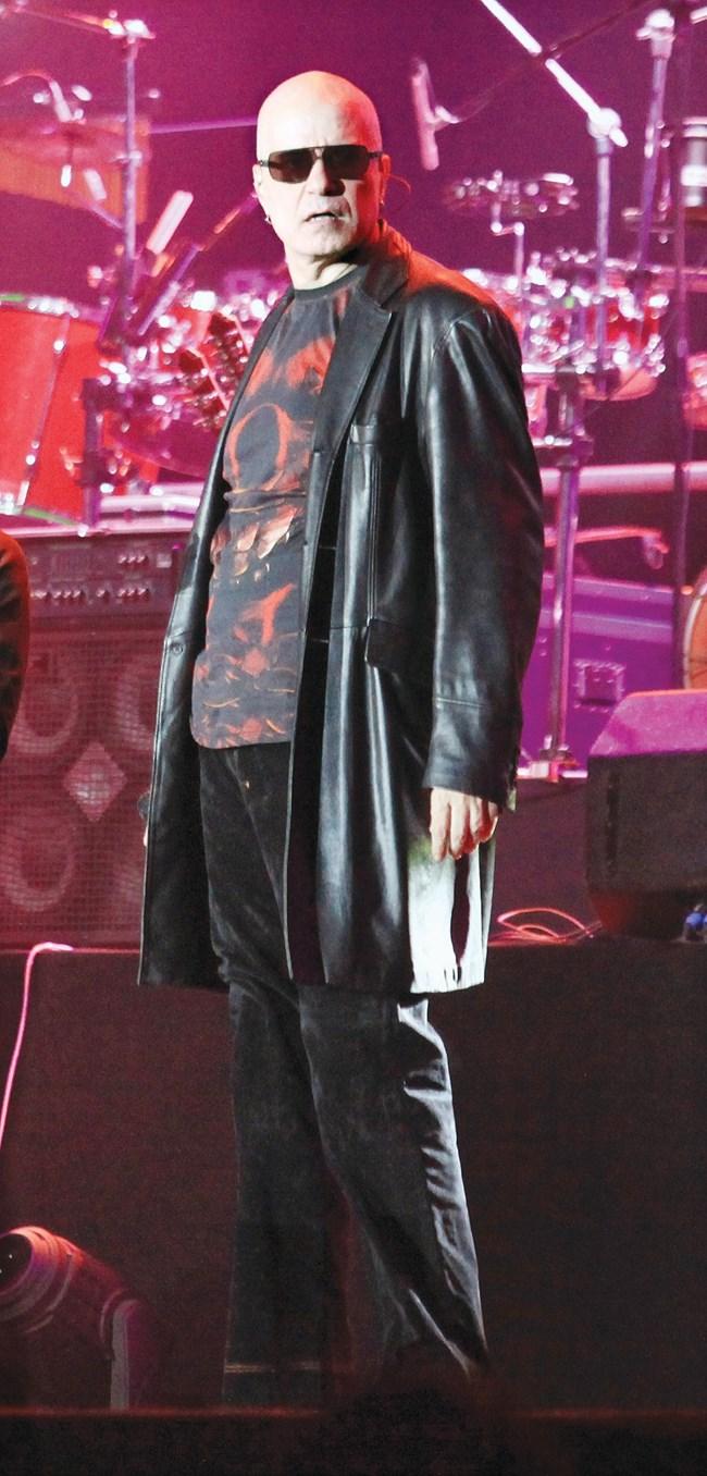 """Слави Трифонов на концерт. Когато и да обяви, че ще пее с """"Ку-ку бенд"""", залите и стадионите се препълват."""