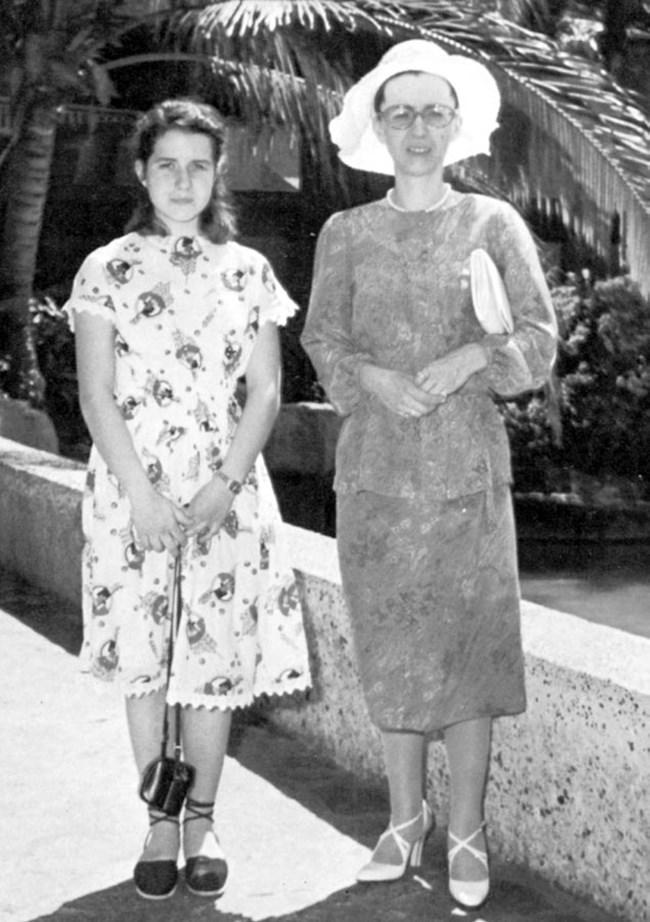 1980 г. Евгения с майка си Людмила, година преди нейната смърт