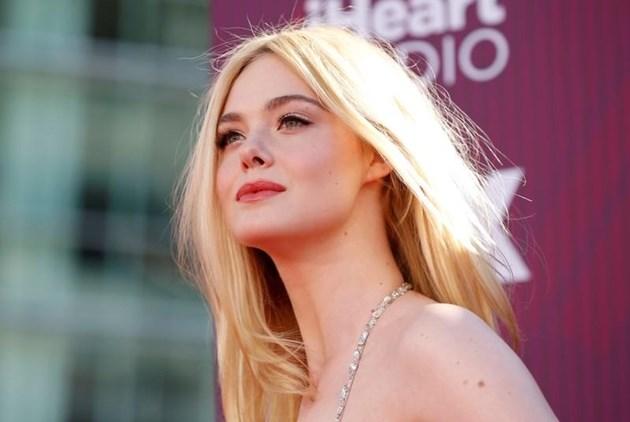 Актрисата Ел Фанинг припадна на кинофестивала в Кан, роклята й била тясна