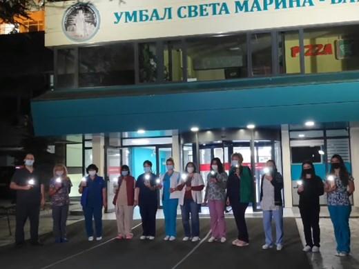 """Медиците от """"Св. Марина"""" с послание на запалени фенери"""