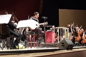Хуан Диего Флорес изпя и два латиностандарта, съпровождайки си сам с китара.