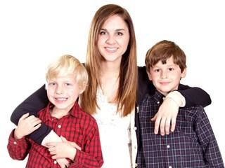 Децата с по-големи сестри говорят по-добре от тези с батковци