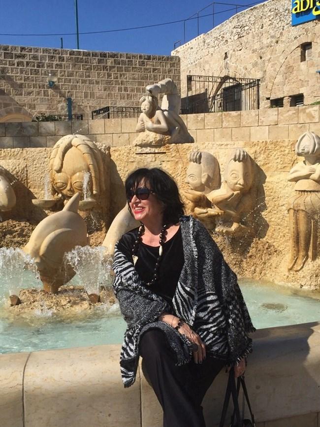Христова позира за спомен в Израел.