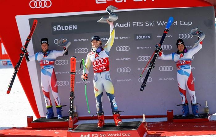 Норвежецът Лукас Братен чака с нетърпение да се види с най-добрия български алпиец Алберт Попов.  СНИМКА: РОЙТЕРС