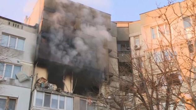 Жена загина при взрив в жилищен блок във Варна, има и ранени