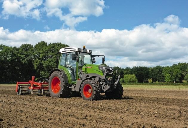 Като партньор по проекта на ISE Институт Фраунхофер, Fendt тества пълната концепция за използване на агроволтаика с трактора e100 Vario