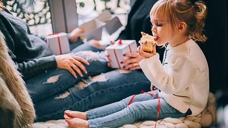 Децата - малките помощници за Коледа