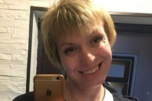 Трансджендърът се подлага на тригодишна хормонална терапия, за да прилича на жена. Лицето на Мелиса също се променя след терапията.