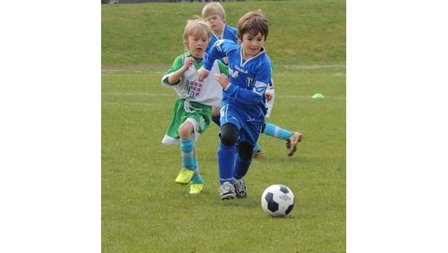 Шотландия спира детския футбол заради ударите с глава