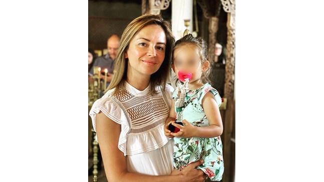 Виктория Терзийска и мъжът й кръстиха малката си дъщеря в Царево