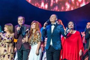 На сцената с популярни български поп изпълнители.  СНИМКИ: ПЕЙО ПЕЕВ И ЛИЧЕН АРХИВ