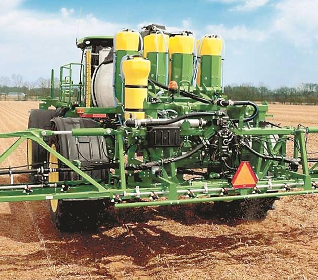 R4038 е разработена от инженерите на John Deere така, че да съчетава последните иновации в машиностроенето с широк набор от интегрирани технологии за прецизно земеделие
