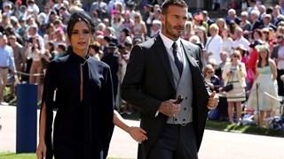Ръка за ръка, семейство Бекъм впечатлиха с елегантност на кралската сватба (Снимки)