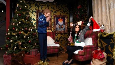 Принц Хари и Меган в коледни пуловери