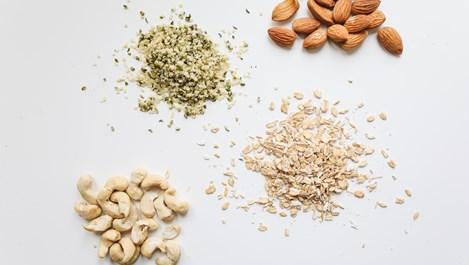 Защо трябва да се накисват ядки, бобови растения и семена преди ядене