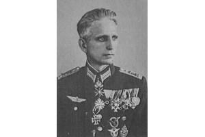 Полк. Георги Дреников, шеф на летище Враждебна, тогава военно