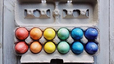 Нетрадиционно боядисване на яйцата