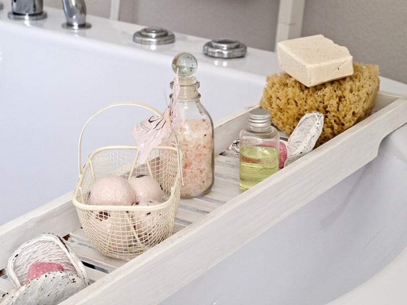 Топлата ароматна вана е прекрасен начин за релаксация и лечение на нервно напрежение, безсъние и мускулни проблеми