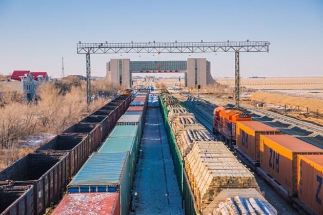 Над 10 хиляди товарни влака са превозили стоки между Китай и Европа за 2020 г.