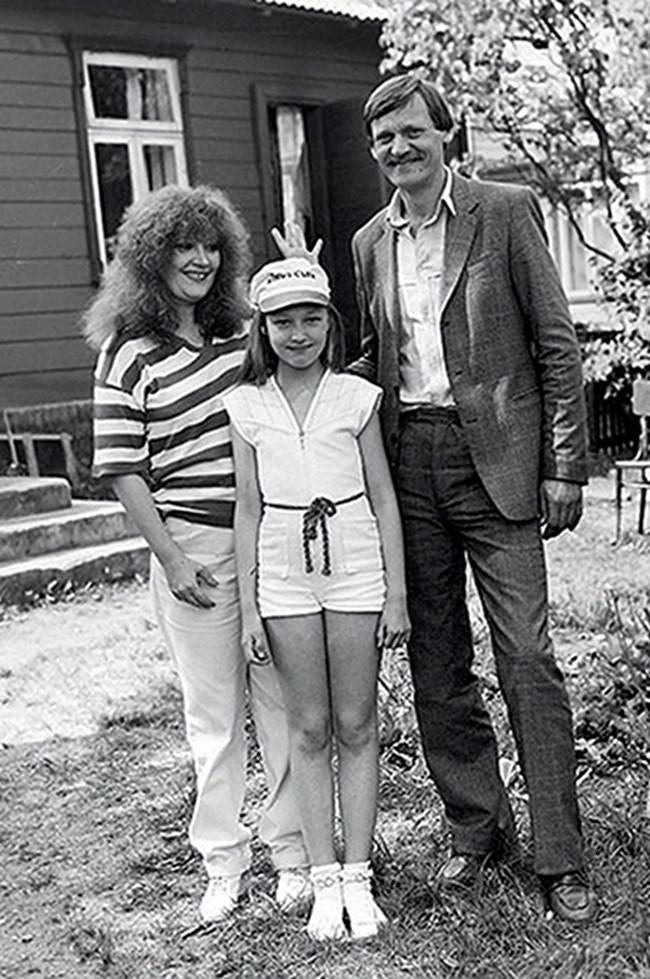 Младата певица с първия си съпруг Миколас и дъщеря им Кристина