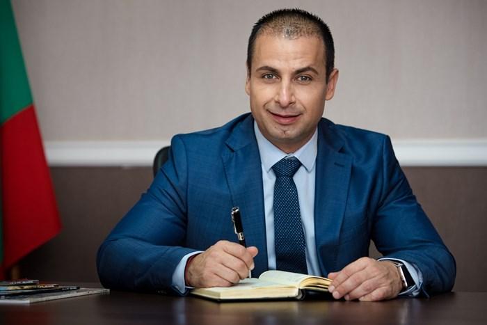 Живко Табаков също е в сферата на частния бизнес, но смята, че като цяло неработният Никулден ще е от полза за местната икономика.