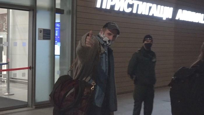 Лиъм Нийсън на летището в Бургас СНИМКА: ПЕТЪР ГЕНЧЕВ