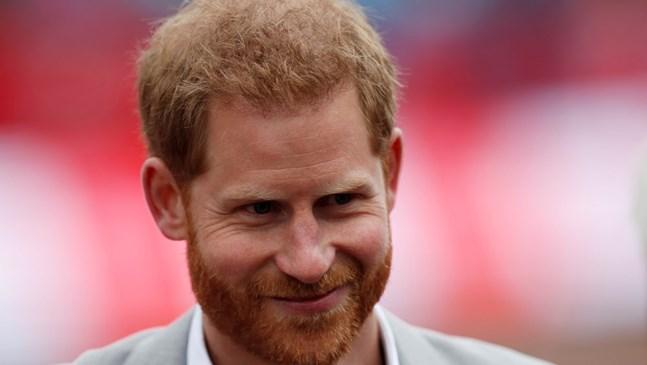 Принц Хари се появи на маратон в Лондон в деня, в който Меган трябваше да роди