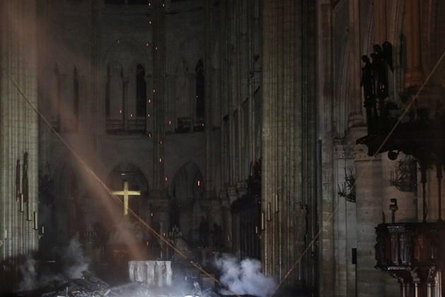 """Спасиха големия орган в катедралата """"Нотр Дам"""", но може да се проявят проблеми"""