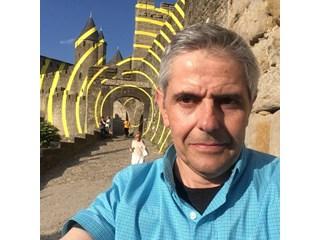 Синът на Апостол Карамитев - Момчил, събира пари за болната си от рак съпруга